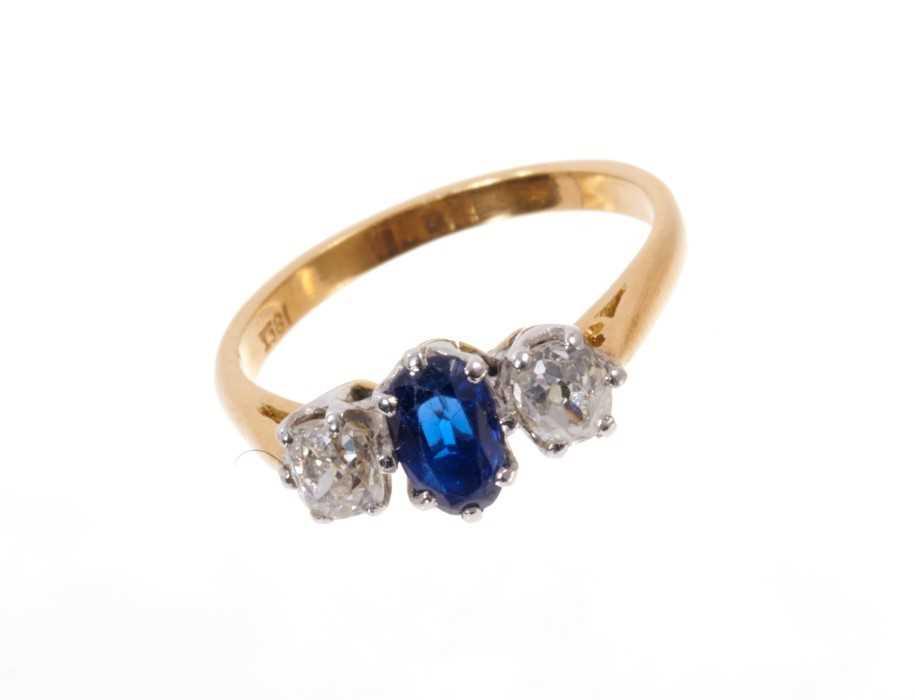 Sapphire and diamond three stone ring - Image 2 of 3