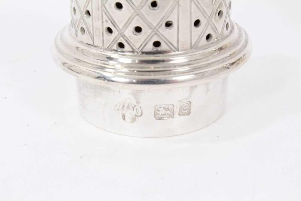 Four various silver castors - Image 16 of 16