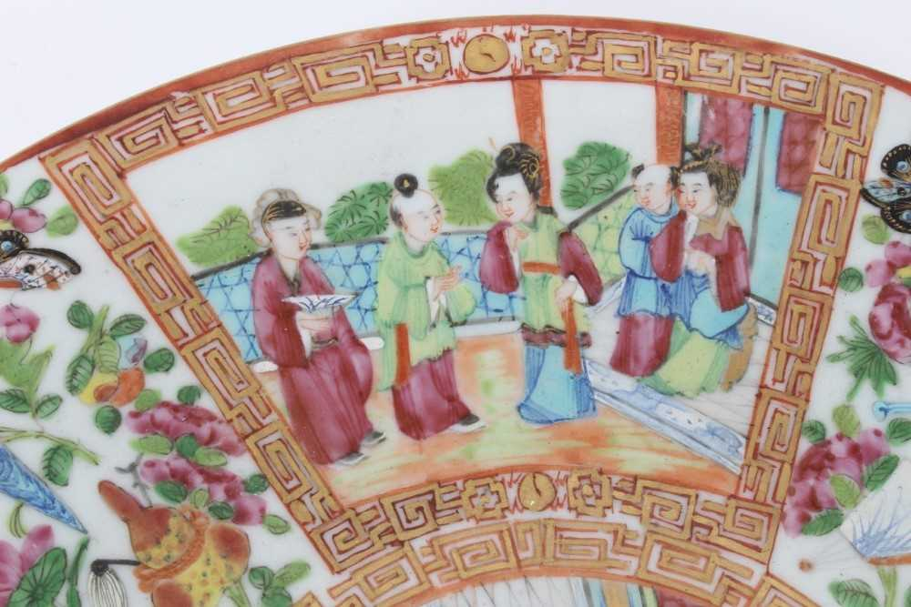 19th century Chinese Canton porcelain dish, decorated with panels of figures, birds, flowers and but - Image 3 of 6