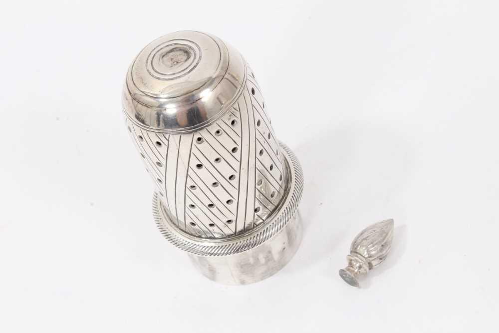 Four various silver castors - Image 11 of 16