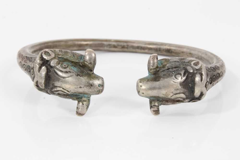 Persian silver/white metal torque bangle with rams head terminals - Image 5 of 5