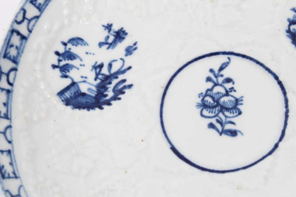 Lowestoft blue and white saucer, circa 1765, relief moulded, with circular panels containing Chinese - Image 2 of 5
