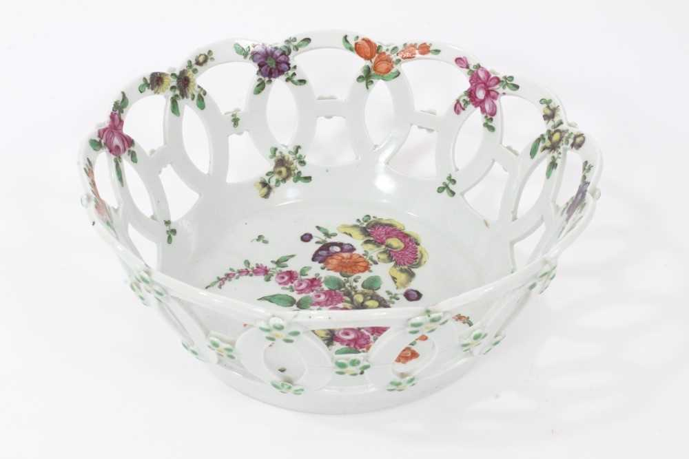 Worcester pierced round basket, circa 1770, polychrome painted with flowers, 19.75cm diameter