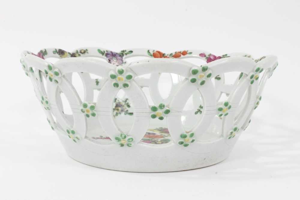 Worcester pierced round basket, circa 1770, polychrome painted with flowers, 19.75cm diameter - Image 2 of 7