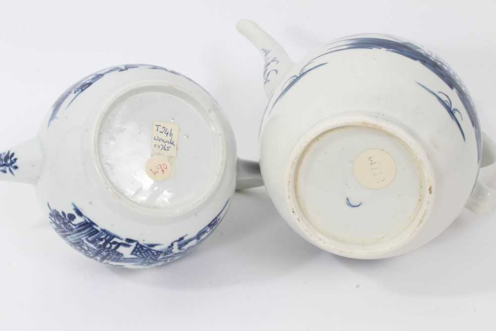 A Worcester Rock Strata Island pattern coffee pot, circa 1770, and a Worcester Plantation pattern te - Image 5 of 7