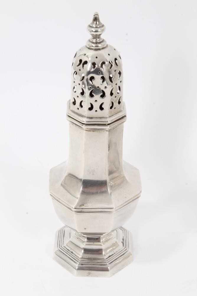 Four various silver castors - Image 5 of 16