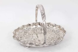 Edwardian silver swing handled dish of oval form, with shaped shell border