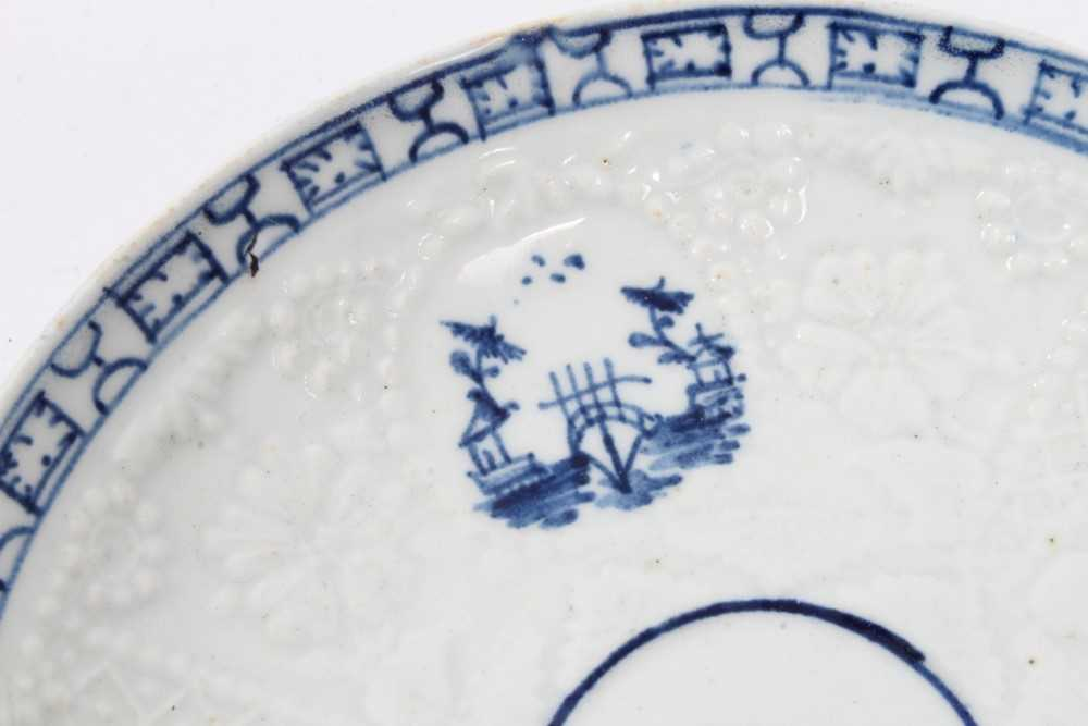 Lowestoft blue and white saucer, circa 1765, relief moulded, with circular panels containing Chinese - Image 4 of 5