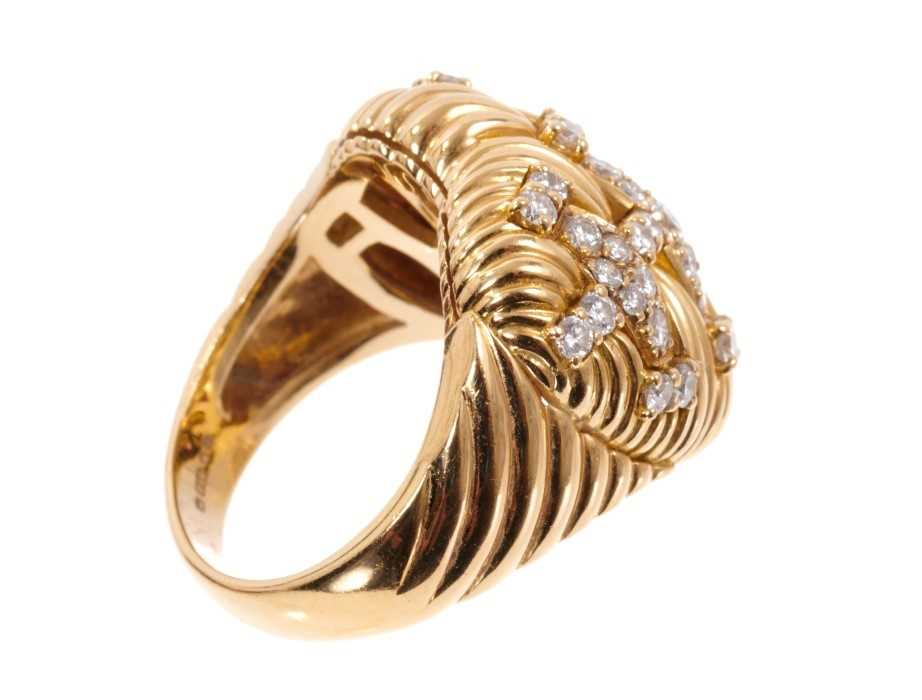 Good quality diamond and 18ct gold heart shaped ring, the heart shaped bombe bezel with a platted de - Image 3 of 4
