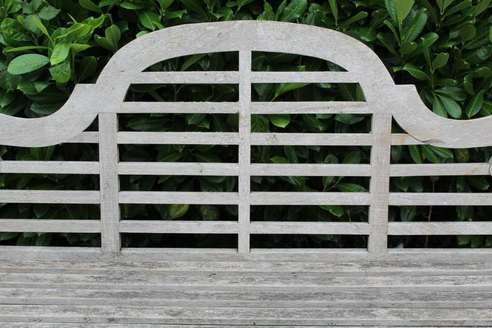 Lutyens style teak bench - Image 4 of 4