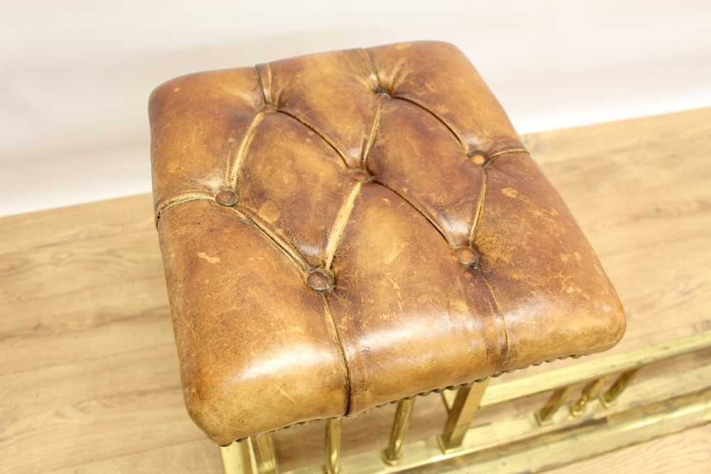 Brass and button leather upholstered club fender - Image 4 of 7