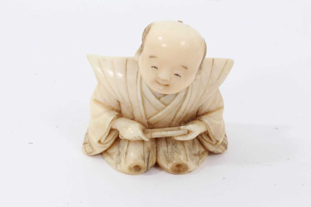 Fine quality late 19th / early 20th century Japanese carved ivory figure of a kneeling child, inset - Image 6 of 9