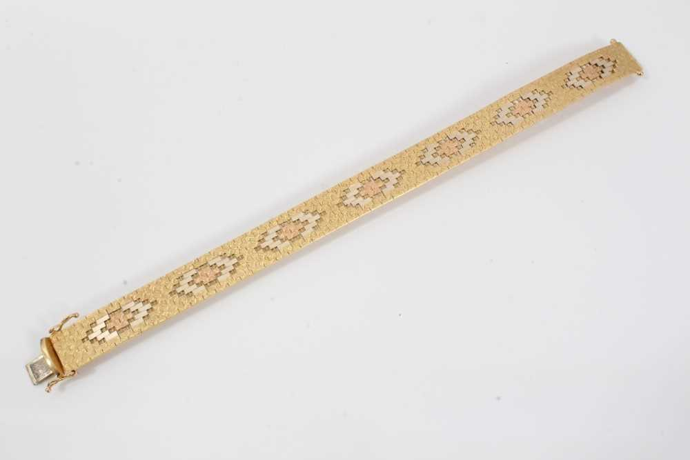 Three-colour 18ct gold bracelet with articulated fancy links - Image 4 of 4