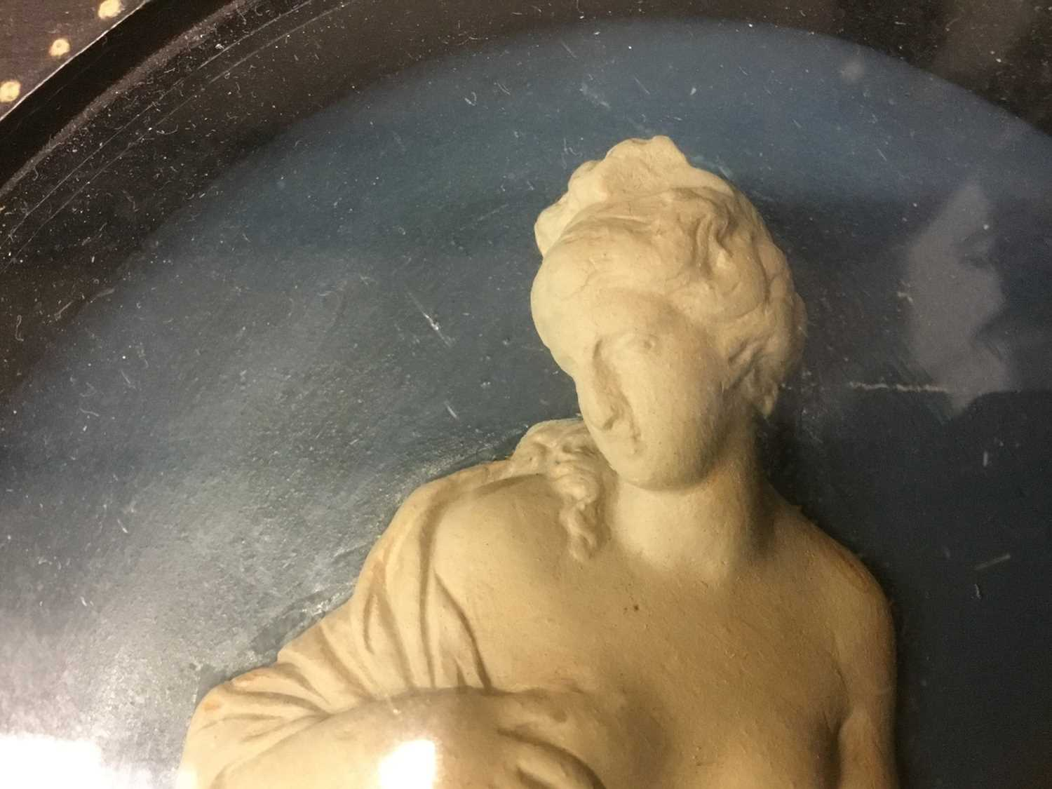Pair of late 18th/early 19th century composition oval relief plaques depicting classical figures, in - Image 7 of 11