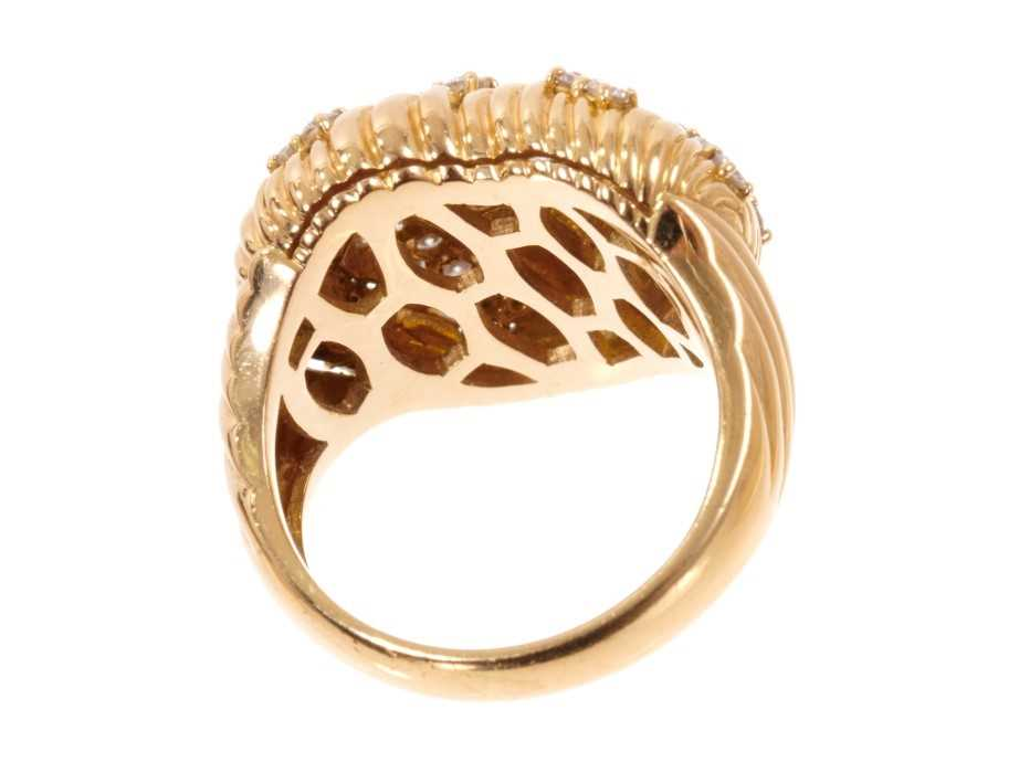 Good quality diamond and 18ct gold heart shaped ring, the heart shaped bombe bezel with a platted de - Image 4 of 4