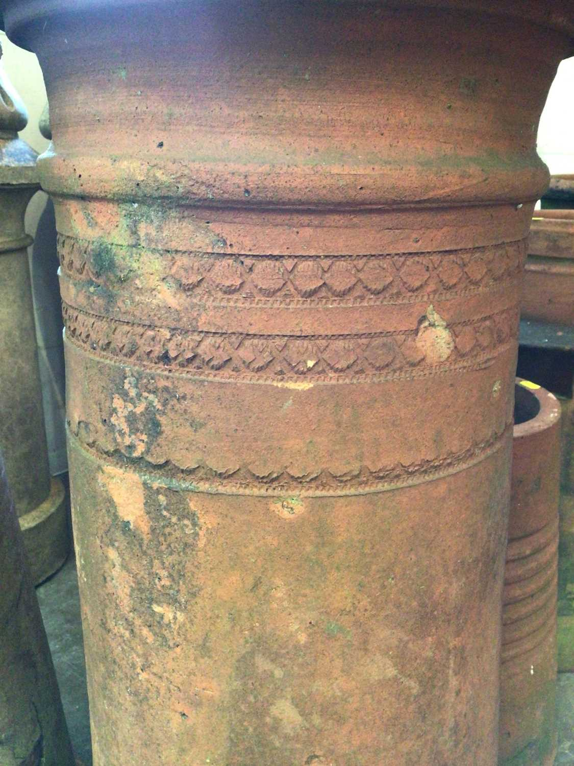 Pair of terracotta chimney pots - Image 4 of 6