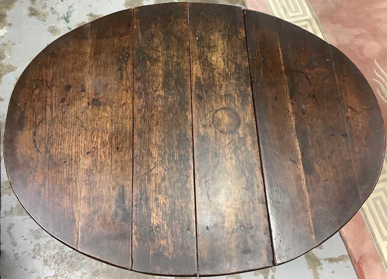 17th century oak gateleg table - Image 2 of 4