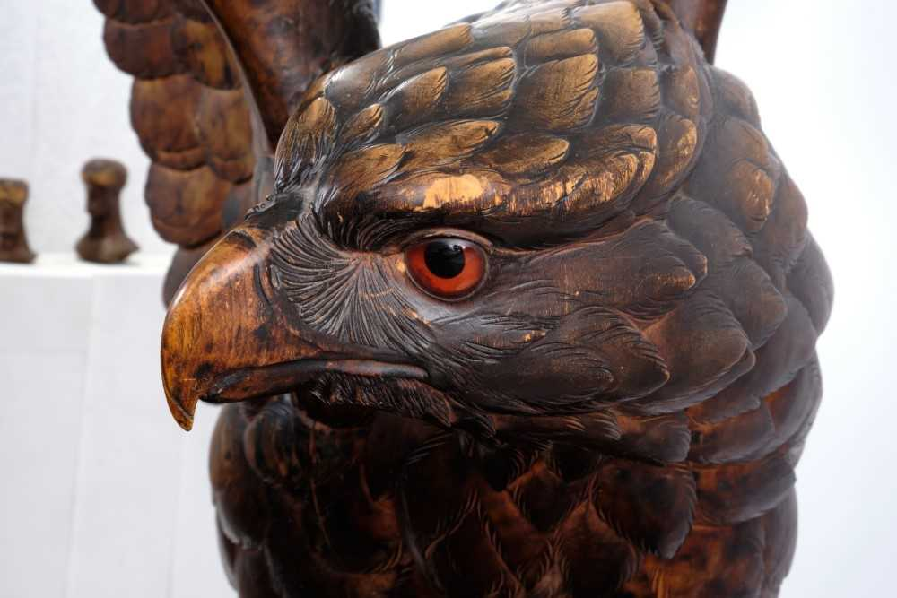 Exceptional late 19th / early 20th century Black Forest carved lindenwood figure of an eagle - Image 9 of 28