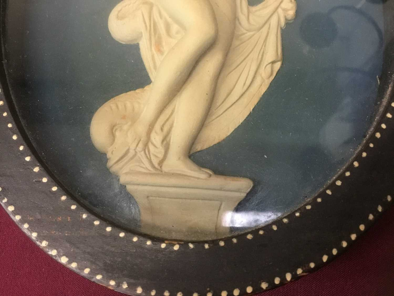 Pair of late 18th/early 19th century composition oval relief plaques depicting classical figures, in - Image 8 of 11