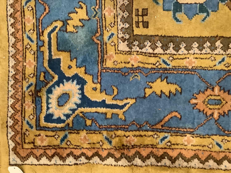 Vintage Maples carpet - Image 2 of 6