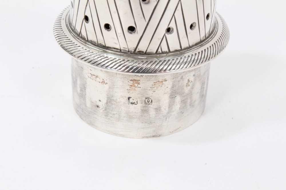 Four various silver castors - Image 12 of 16