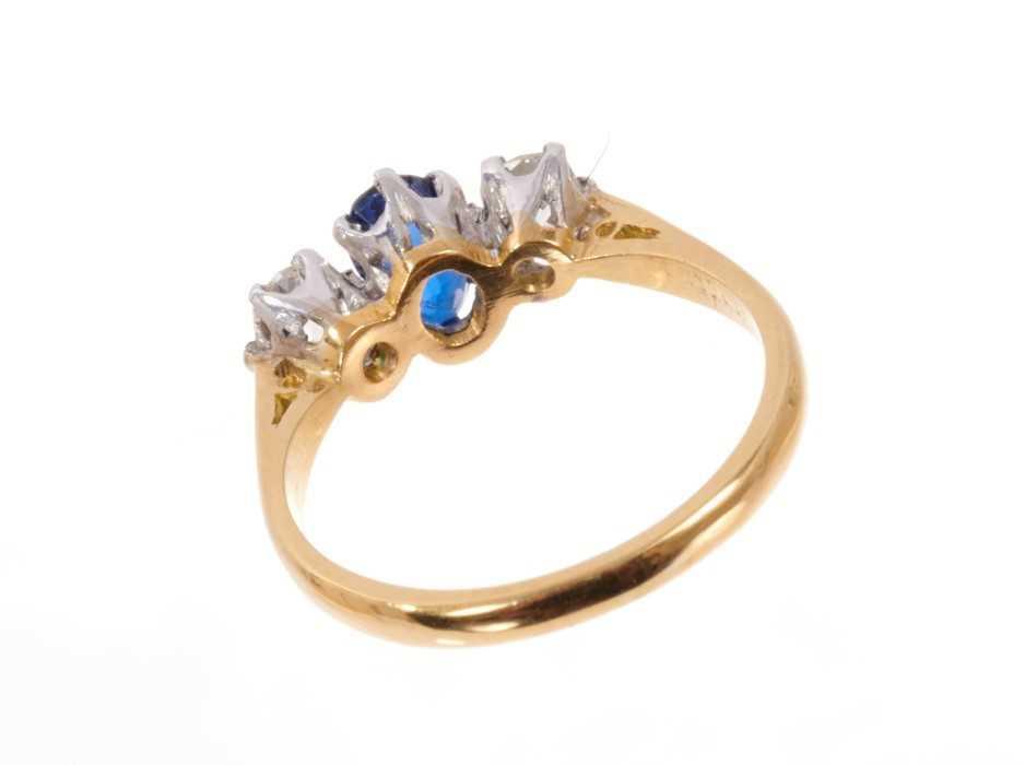 Sapphire and diamond three stone ring - Image 3 of 3