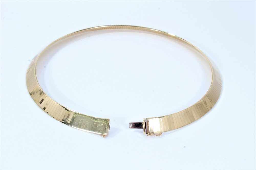 Italian 14ct yellow gold collar necklace with smooth polished articulated links - Image 2 of 3