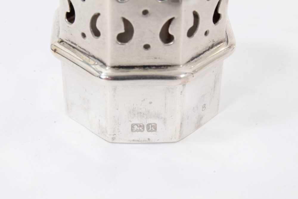 Four various silver castors - Image 7 of 16