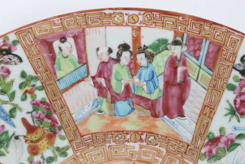 19th century Chinese Canton porcelain dish, decorated with panels of figures, birds, flowers and but - Image 4 of 6