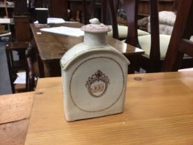 18th century Chinese export porcelain canister and cover