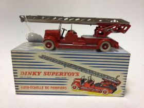 Dinky Supertoys (French issue) fire engine with extending ladder No. 899 boxed