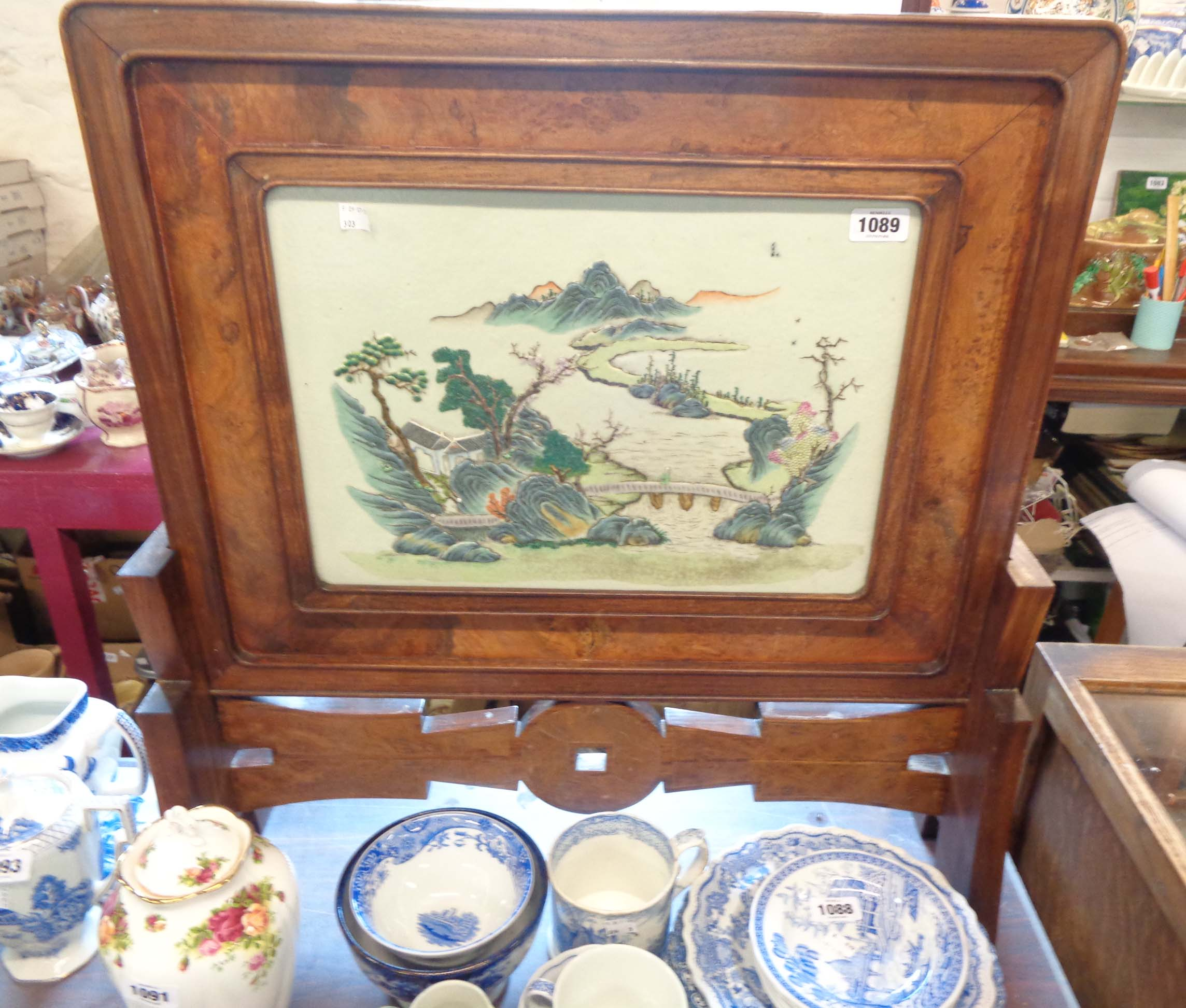 An early 20th Century Chinese table screen with central porcelain panel relief moulded with a - Image 4 of 9