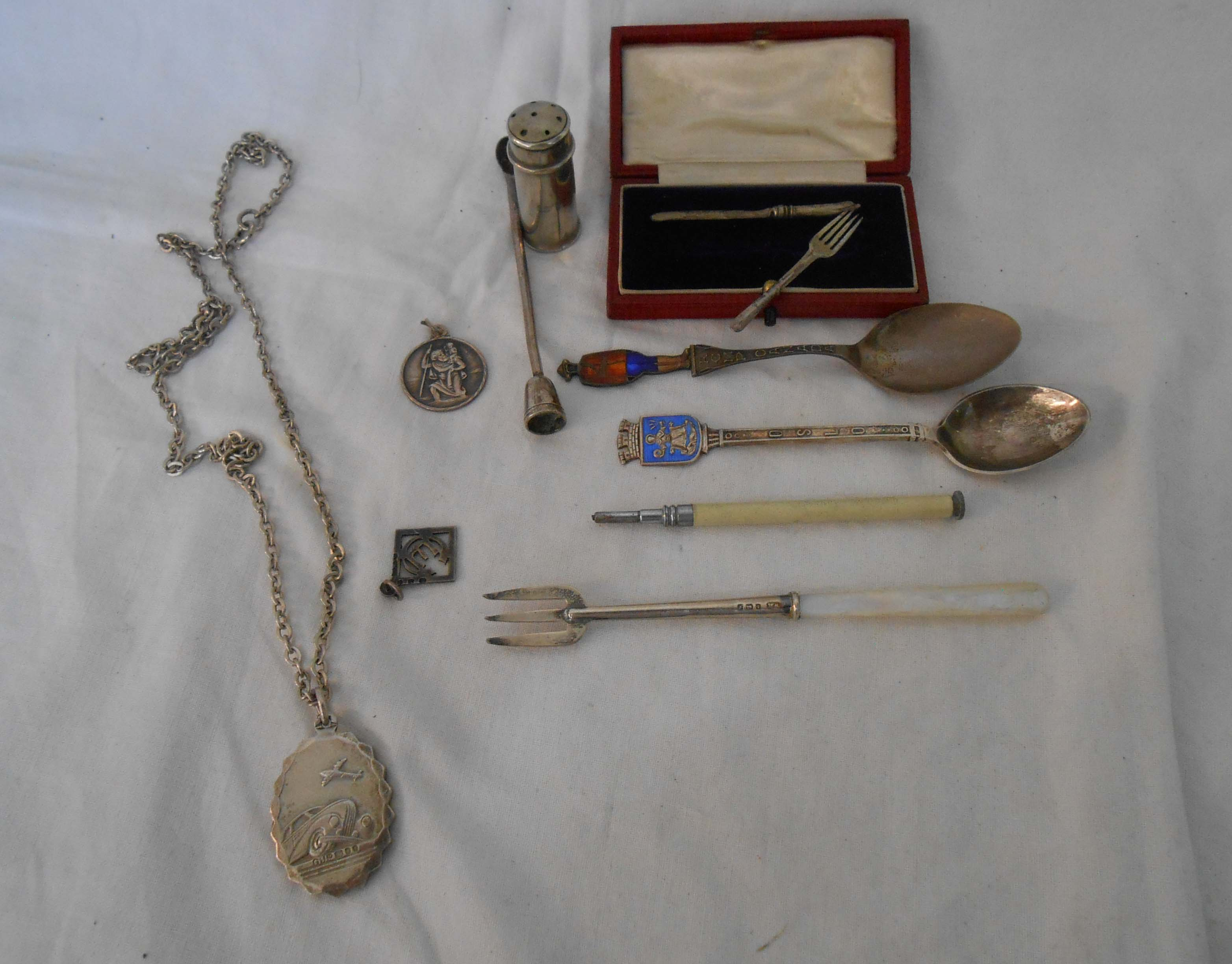 Small silver collectables and others, including cased miniature knife and fork set and four