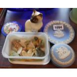 A small selection ofassorted ceramic it A small selection of assorted ceramic items including