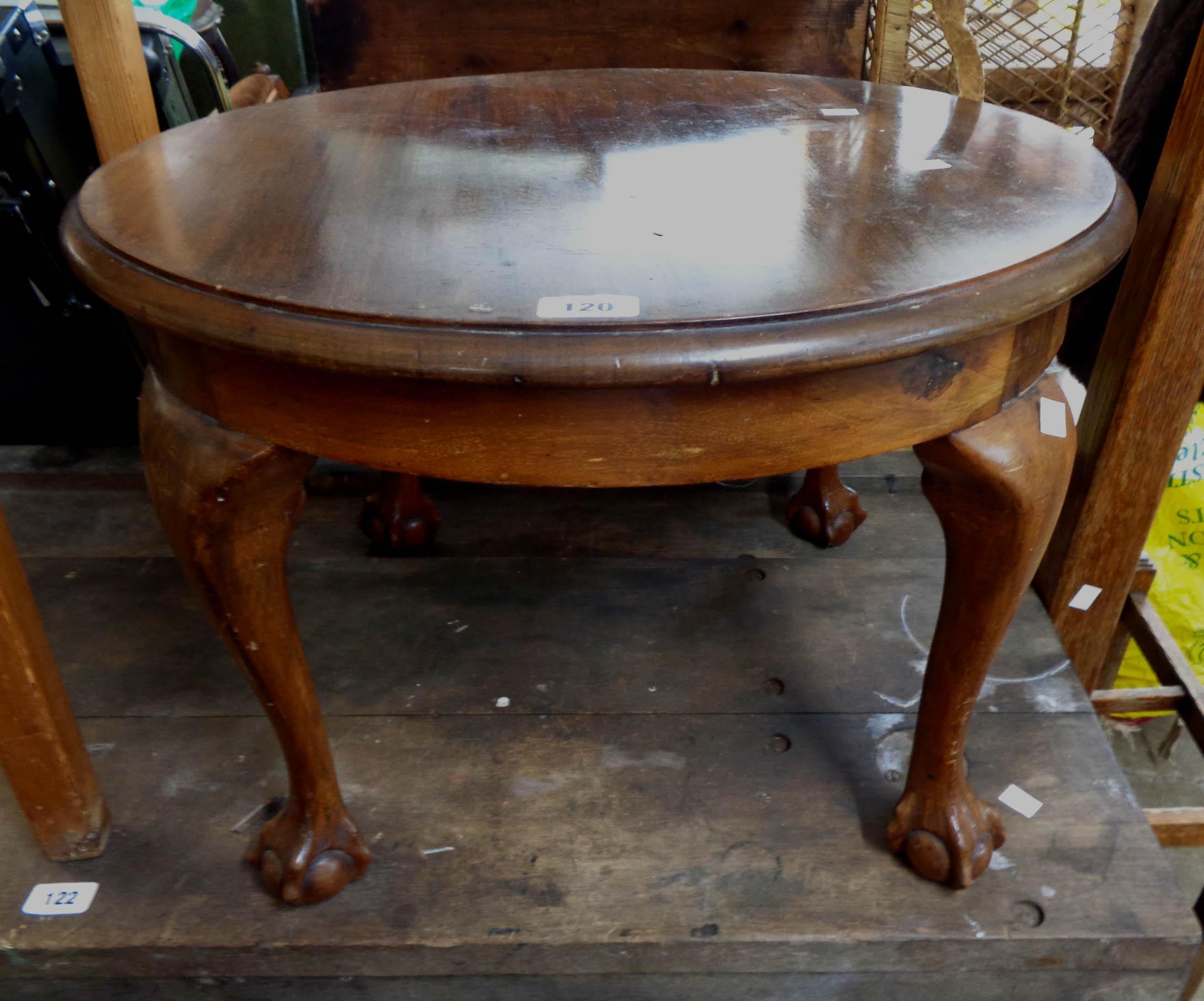 A 62cm diameter walnut tea table, set on cabriole legs with claw and ball feet