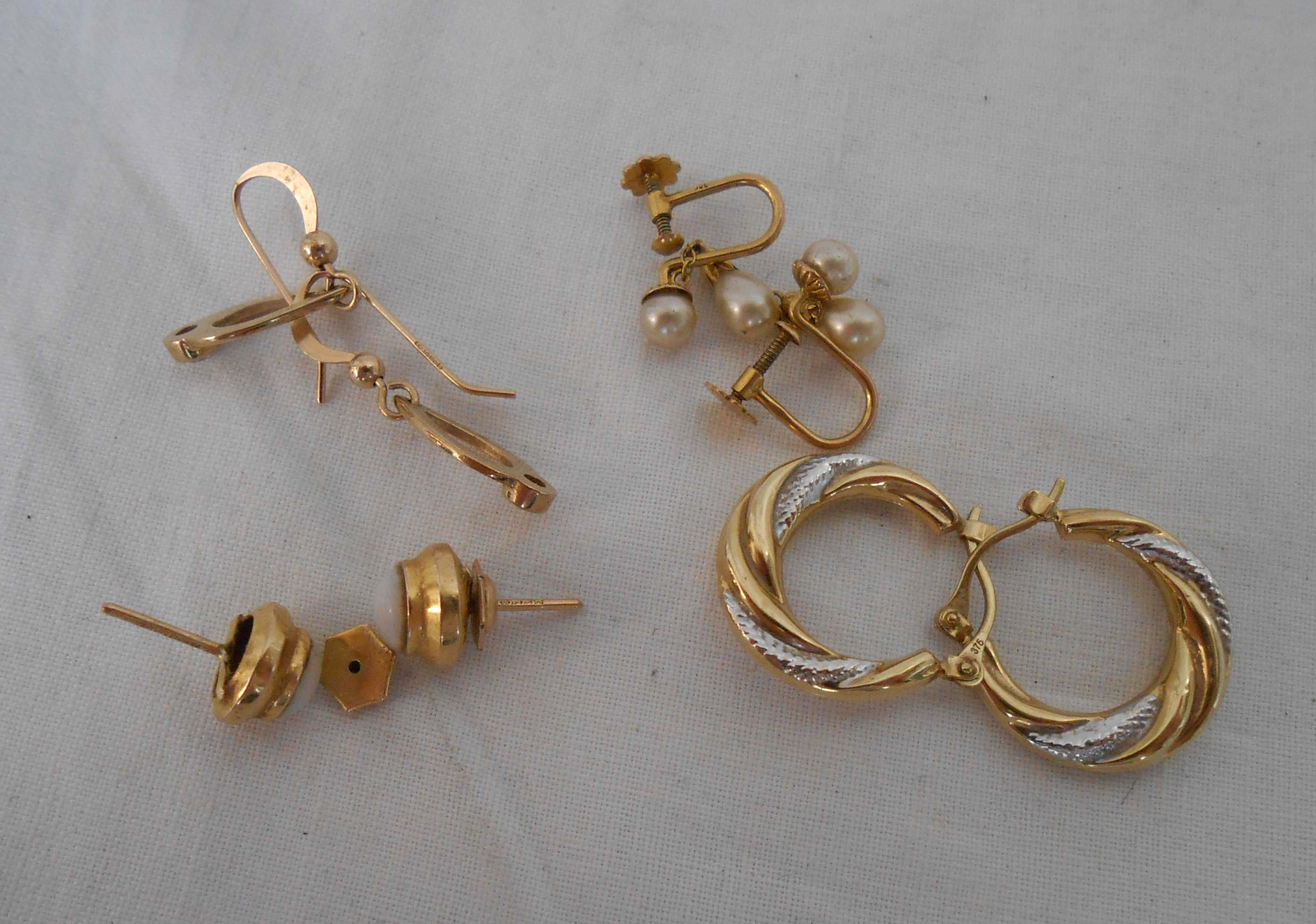 A pair of 9ct. gold half hoop ear-rings and two pairs of others