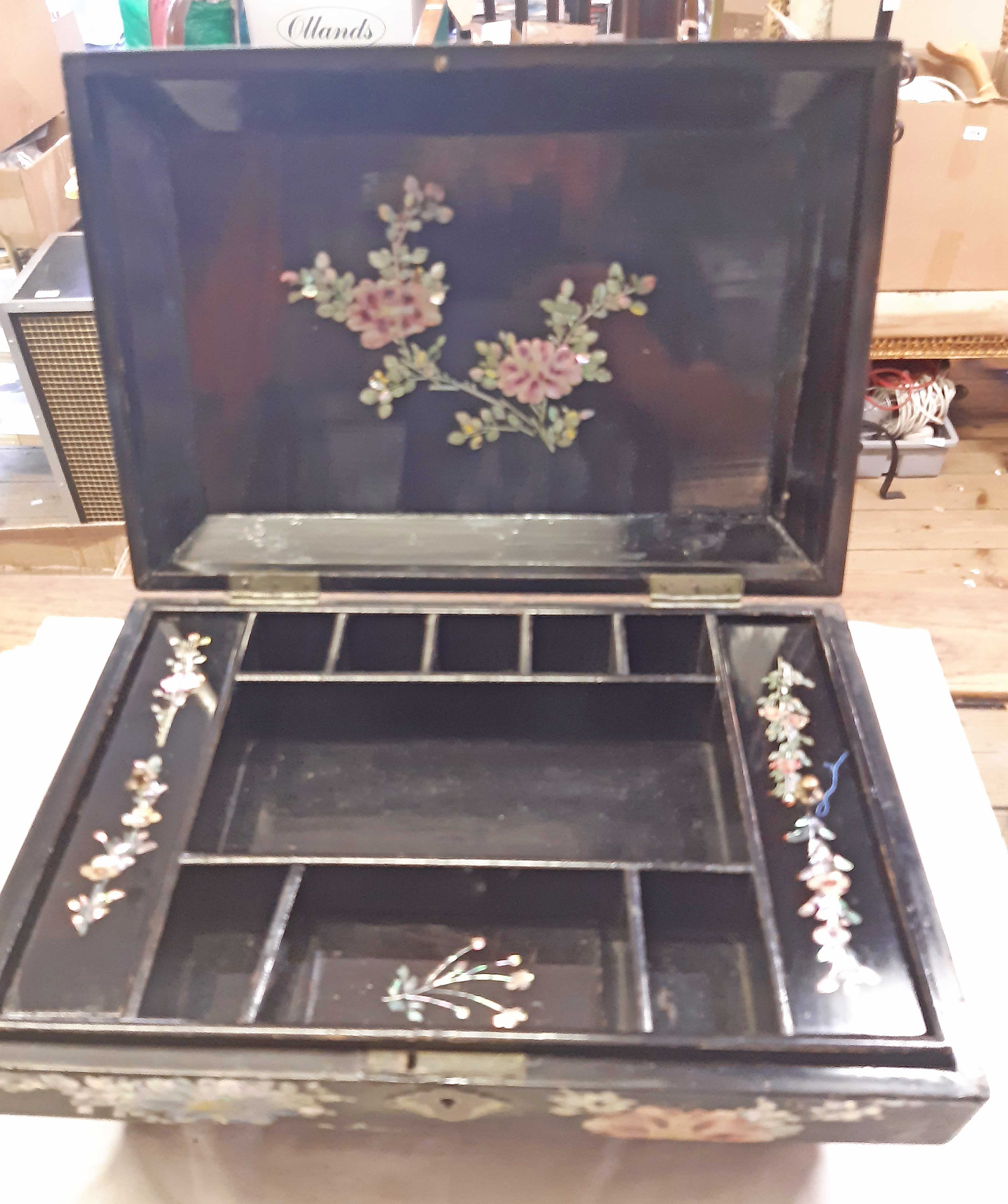An Oriental lacquered work box with inlaid decoration and tray fitted interior - Image 3 of 3