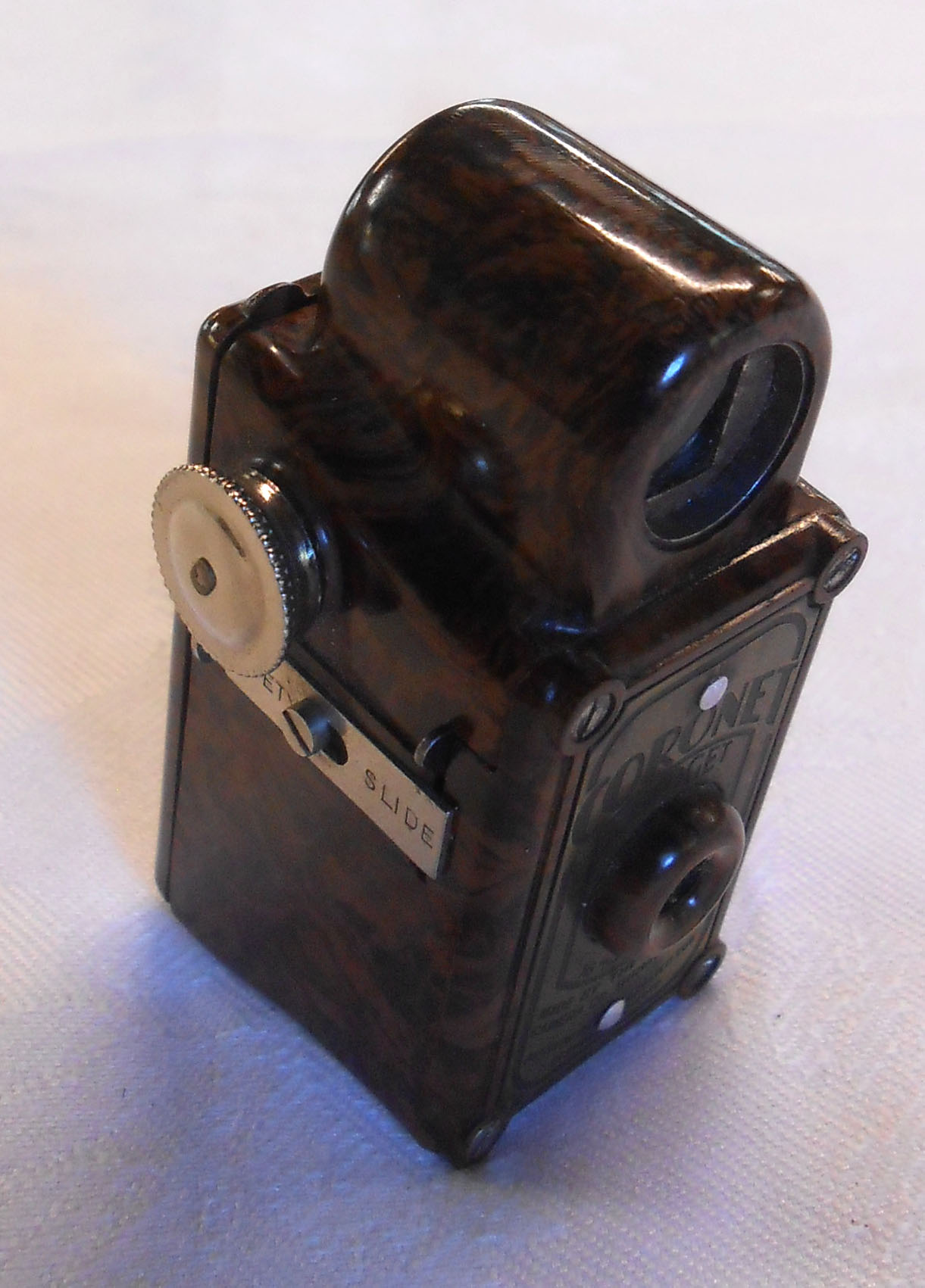A vintage Coronet Midget miniature camera with brown Bakelite case - Image 2 of 2