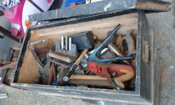 A wooden tool chest containing assorted tools including planes, Spear & Jackson riveter, Woden No.