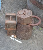 A quantity of large weights