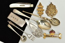 A SMALL QUANTITY OF ITEMS, to include a silver money clip, hallmarked Birmingham, a silver gilt