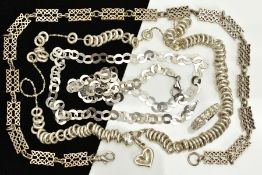 A SMALL SELECTION OF JEWELLERY, to include an openwork Celtic designed necklace, fitted with a