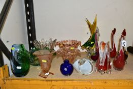 A GROUP OF 20TH CENTURY COLOURED GLASSWARE, including Murano style birds and a fish, pressed pink