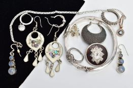 A SELECTION OF WHITE METAL JEWELLERY, to include a white metal ring of heart shape set with single