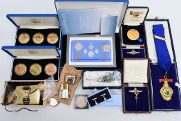 A SELECTION OF MISCELLANEOUS ITEMS, to include a cased pair of silver Wedgwood cufflinks