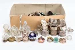 A BOX OF CONDIMENT FITTINGS AND NAPKIN RINGS, to include three silver napkin rings of different