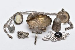 A SMALL QUANTITY OF SILVER AND WHITE METAL ITEMS, to include a small silver trinket dish in the form