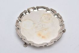 A SILVER SALVER, plain polished salver engraved 'Ric & Eva from Nor & Gay on your 25th Anniversary',
