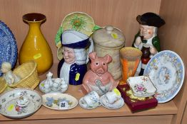 A GROUP OF ASSORTED CERAMICS, ETC, including a small Moorcroft oval pin dish, cream ground with