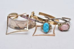 FOUR WHITE METAL BANGLES, TWO RINGS AND A PAIR OF EARRINGS, to include a plain polished silver